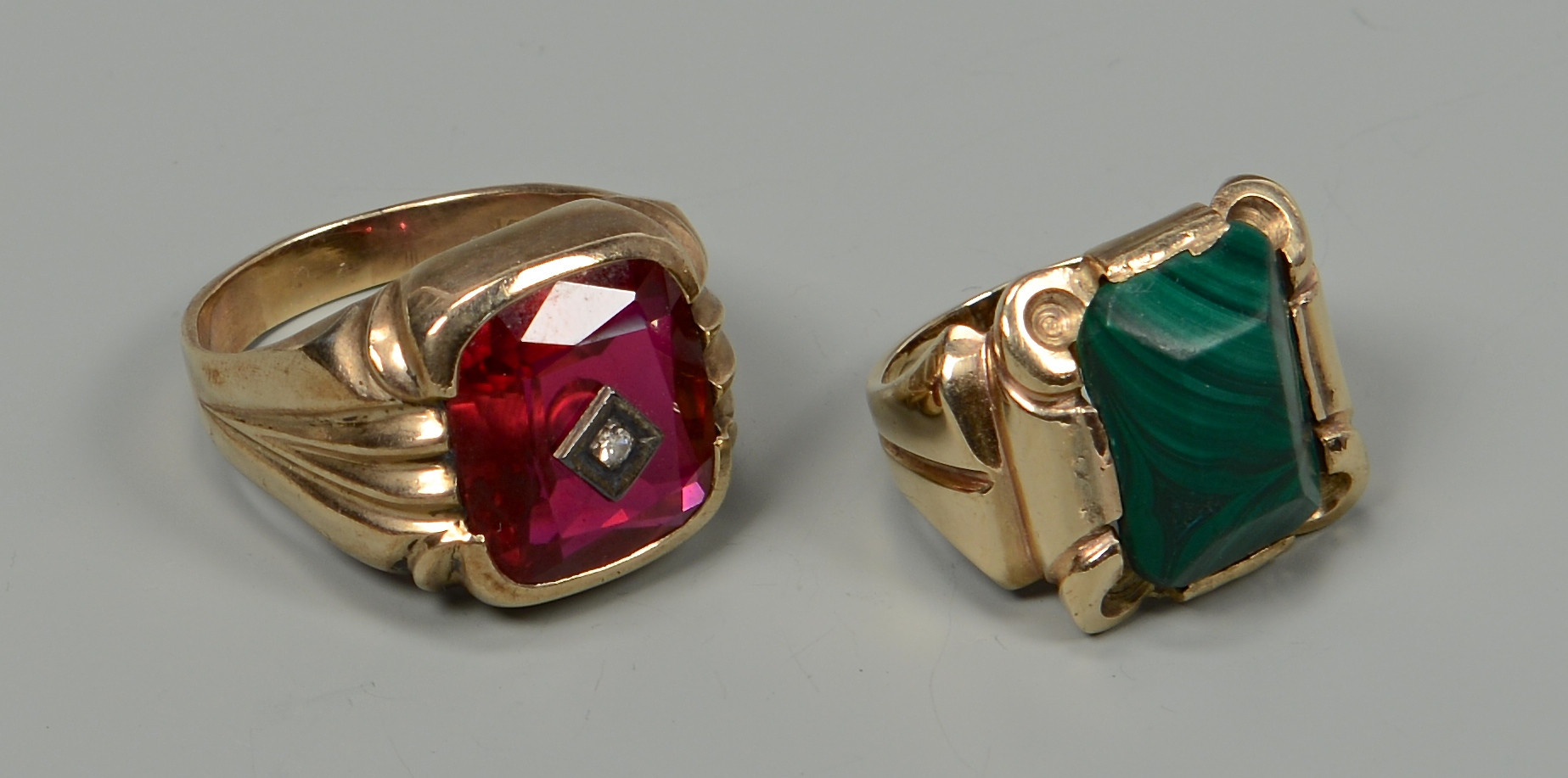 Lot 594: 5 Articles of Vintage Jewelry