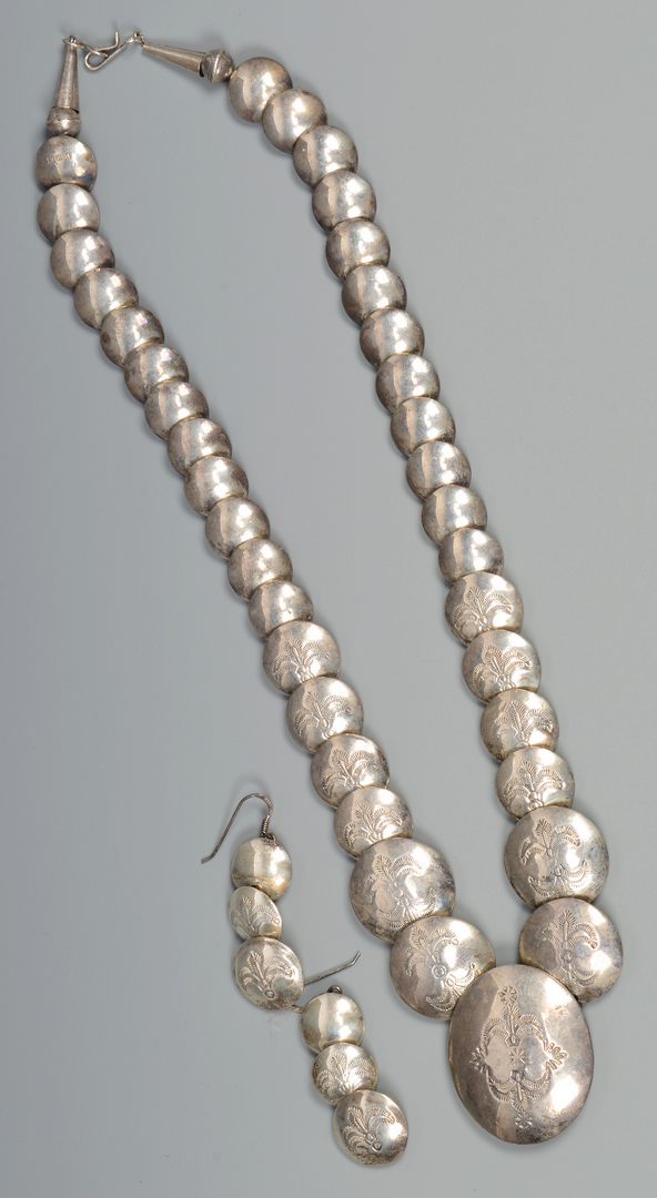 Lot 597: Group of 10 Indian Navajo items