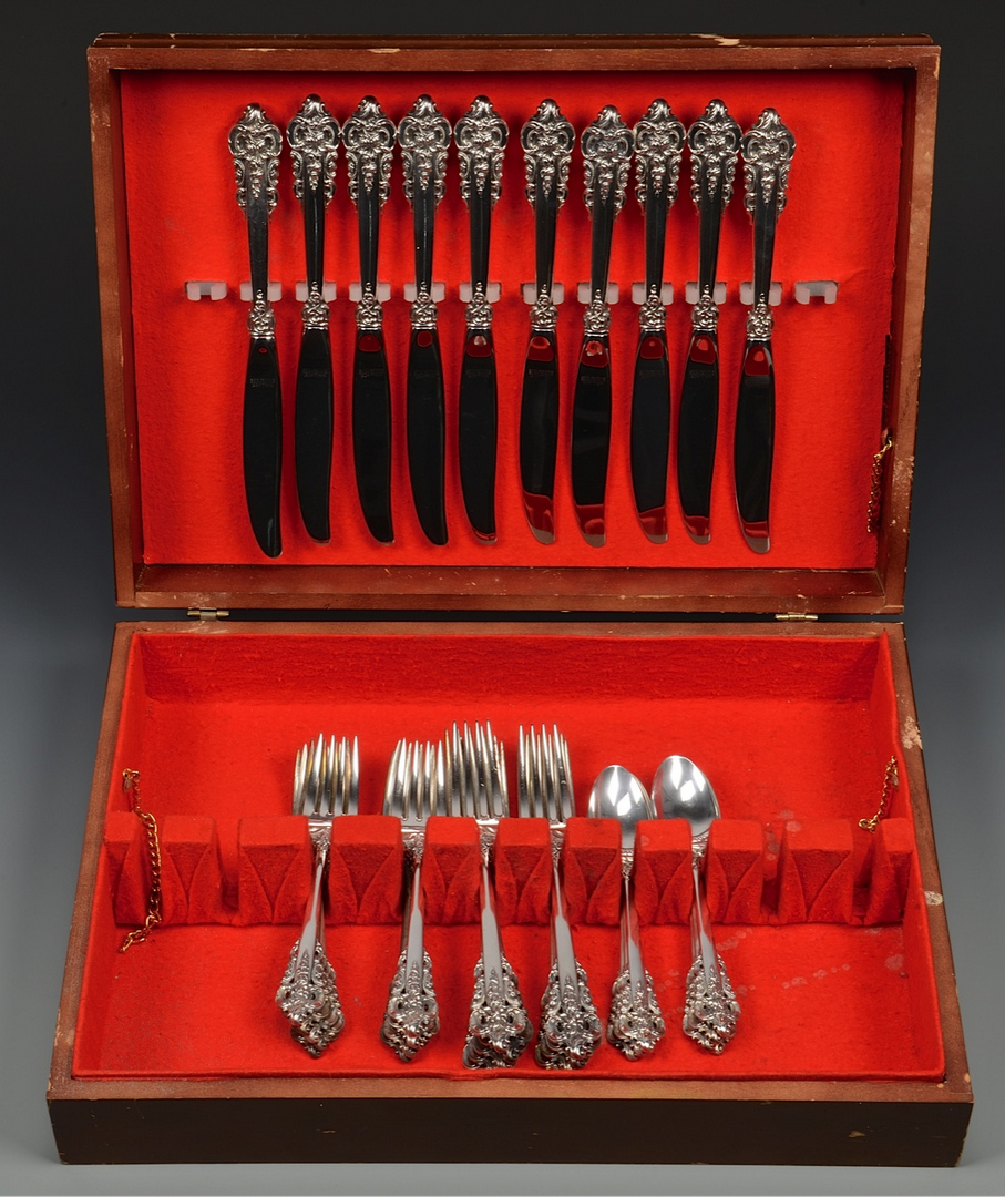 Lot 606: Wallace Grand Baroque Sterling Flatware, 36 pcs