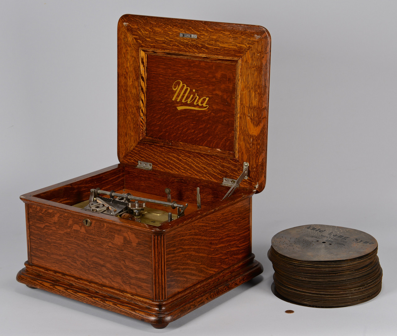 "Lot 645: Mira Disc Music Box, 9 1/2"" discs"
