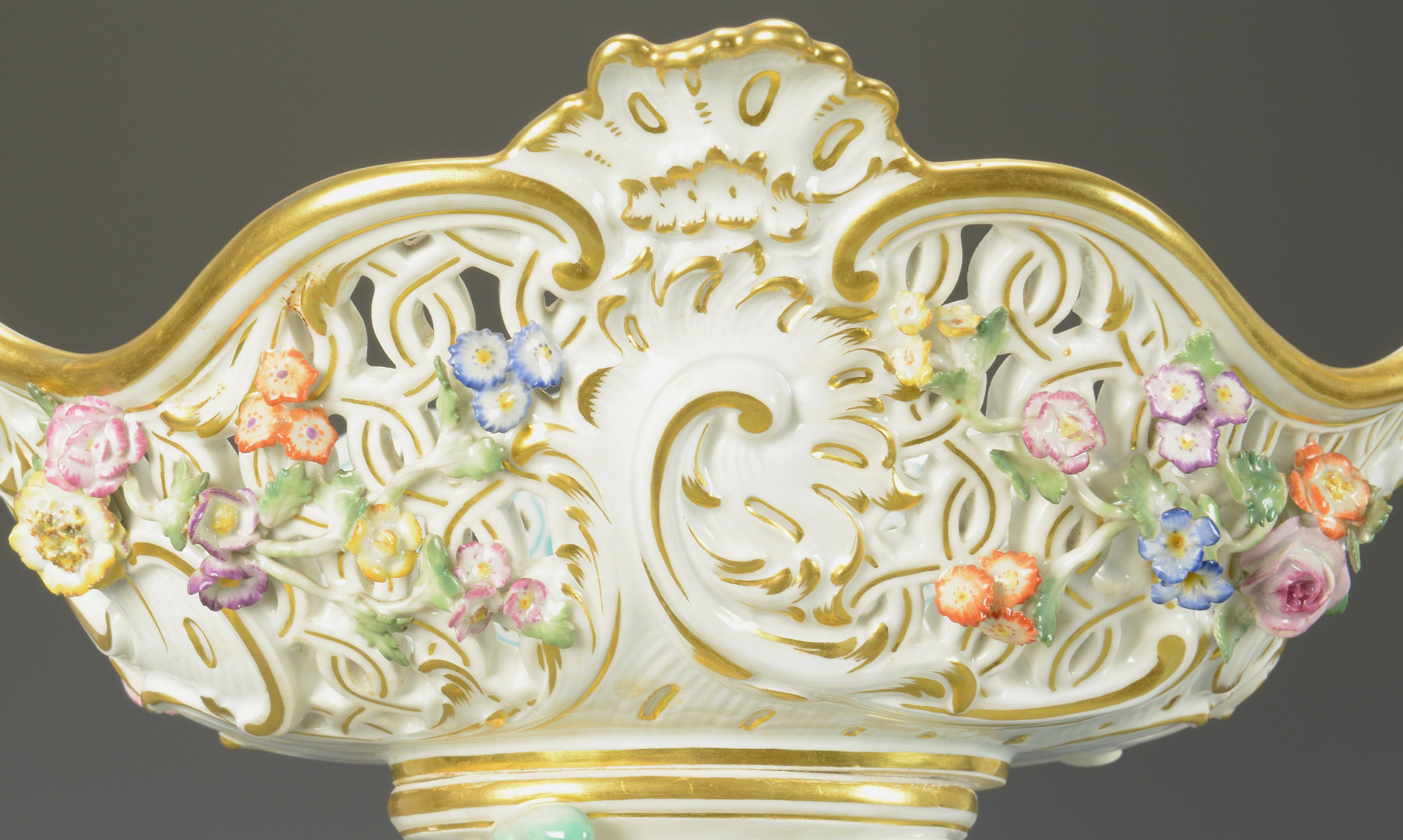 Lot 64: Large Meissen Centerpiece