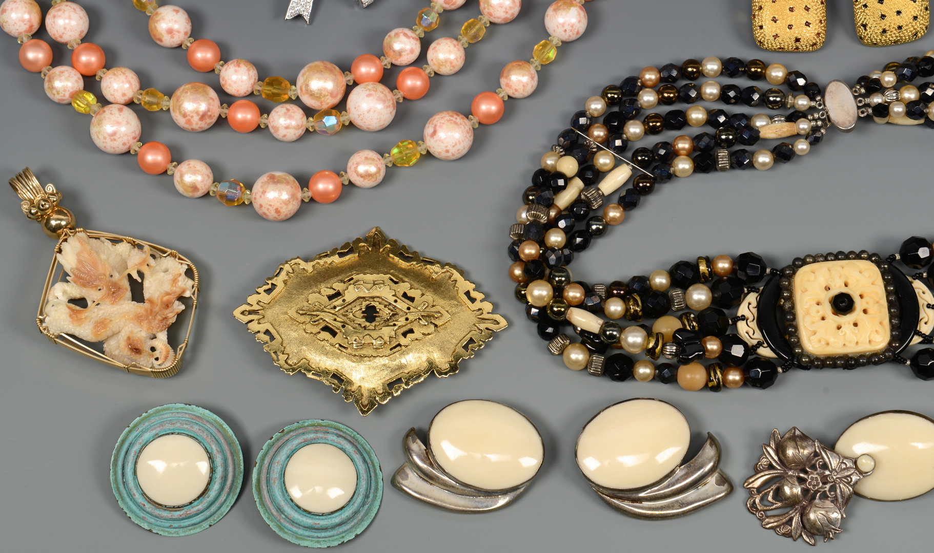 Lot 818: Vintage Costume Jewelry, 29 items