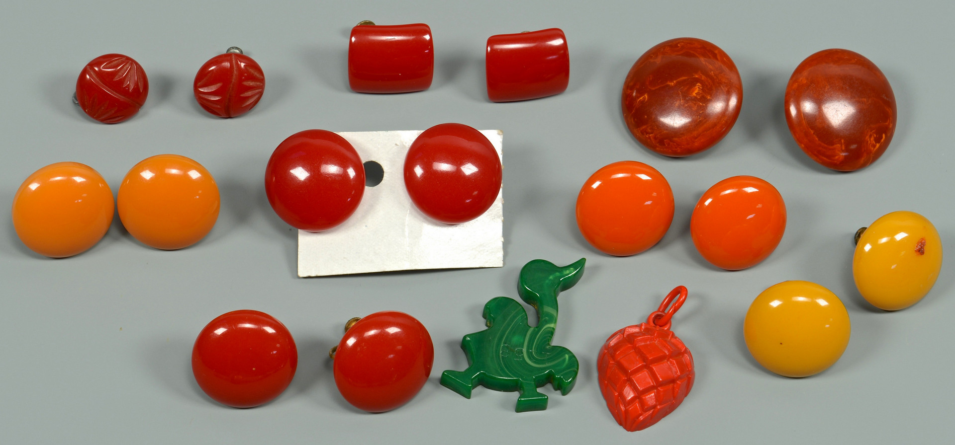 Lot 821: Large Group Bakelite Jewelry, 42 items