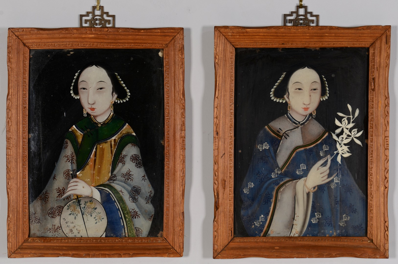 Lot 3594179: Pair Chinese Reverse Glass Portraits