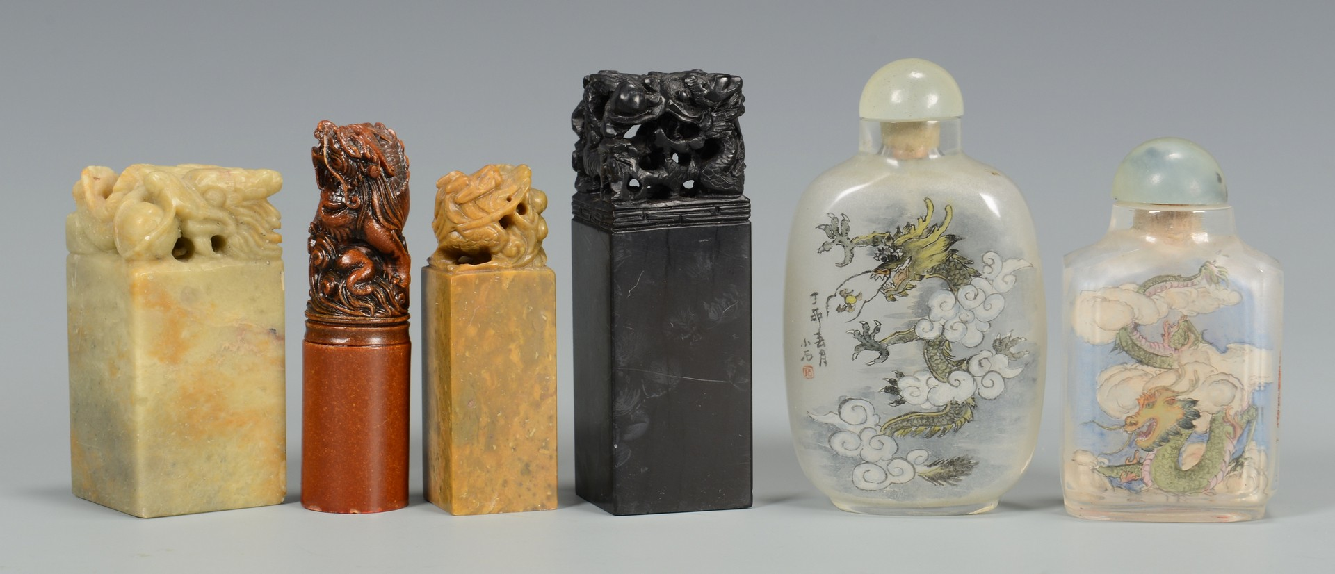 Lot 3594184: 12 Snuff Bottles, some signed, plus seals
