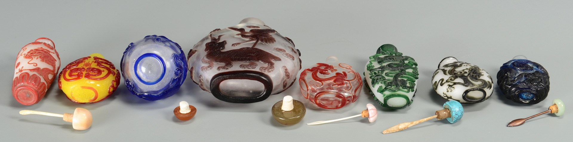 Lot 3594186: 8 Peking Glass Snuff Bottles
