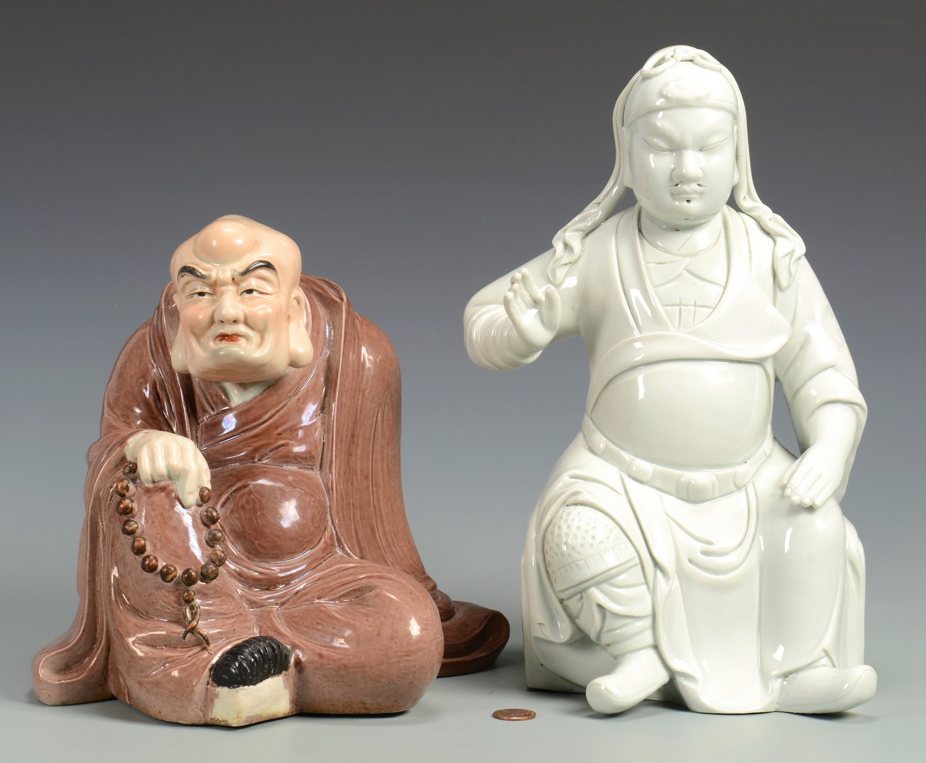 Lot 3594239: 2 Chinese Porcelain Figures