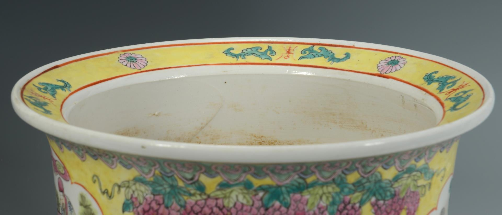 Lot 3594242: 2 Chinese Ceramic Decorative items