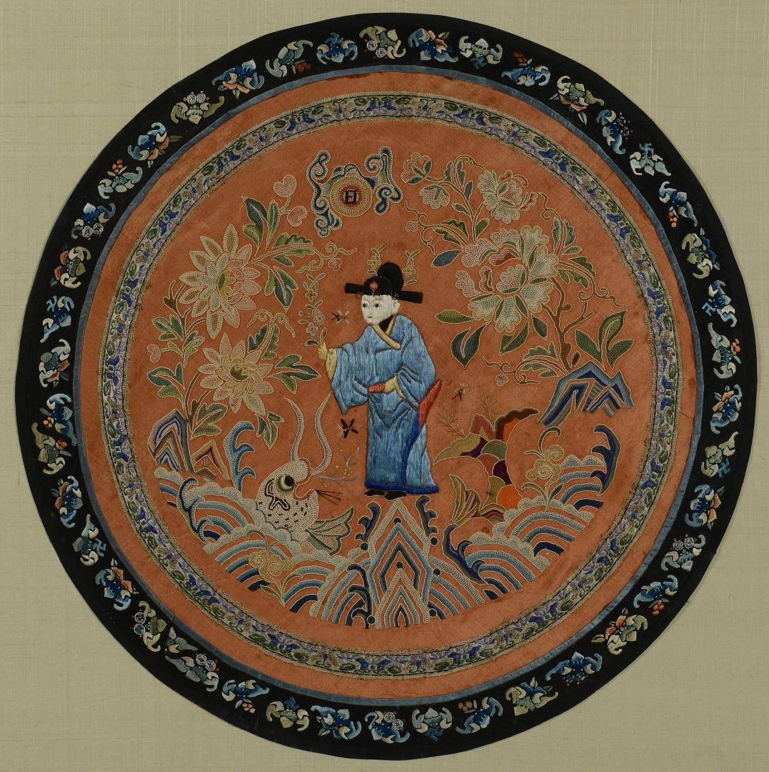 Lot 3594248: Chinese Circular Embroidery w/ Forbidden Stitch