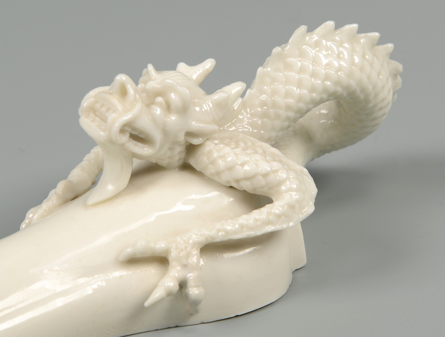 Lot 3594254: Meissen & Royal Worcester Dragon Wall Pockets