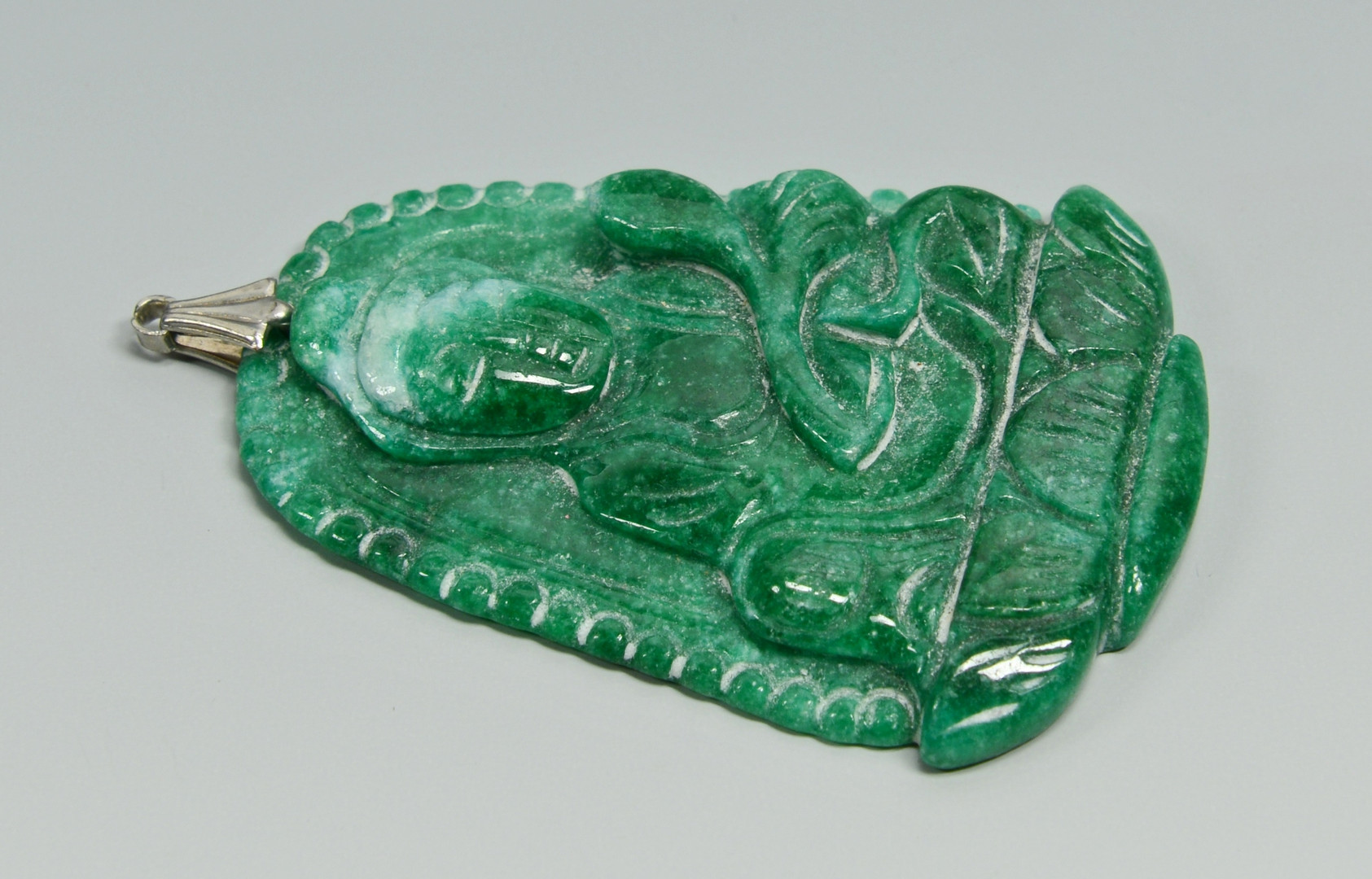 Lot 10: 6 Asian Pendants incl. Jade