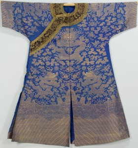 Lot 18: Qing Dynasty Nine Dragon Robe