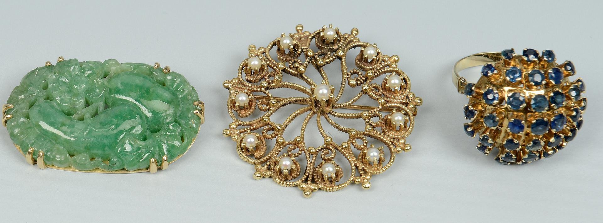Lot 252: 3 14K items: jade & pearl pins, sapphire ring