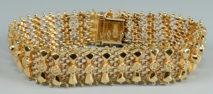 Lot 256: 18k Link Bracelet