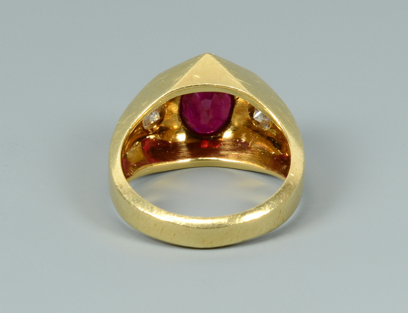 Lot 260: 18k ruby and diamond ring