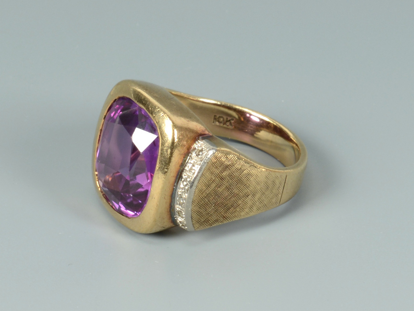 Lot 266: 3 Gold Gents Rings incl 18k