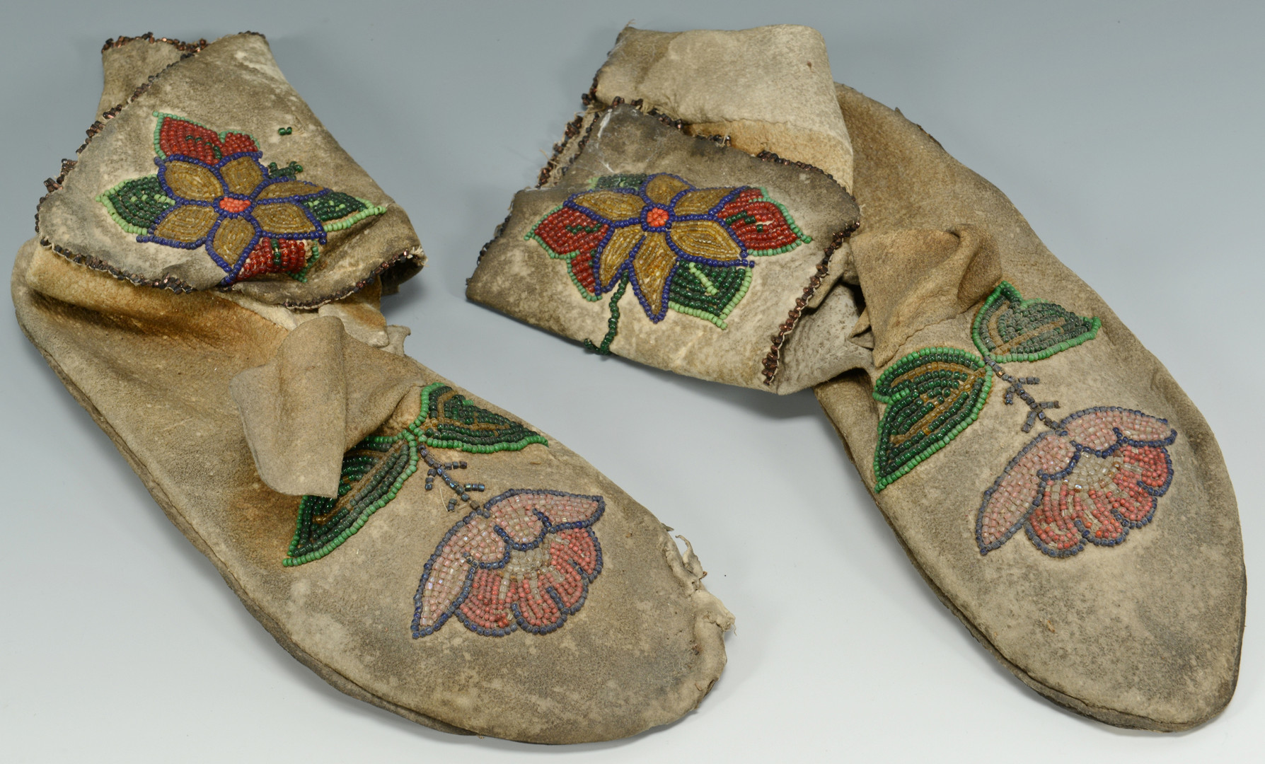 Lot 326: 3 pr Navajo & Plains Indian Mocassins