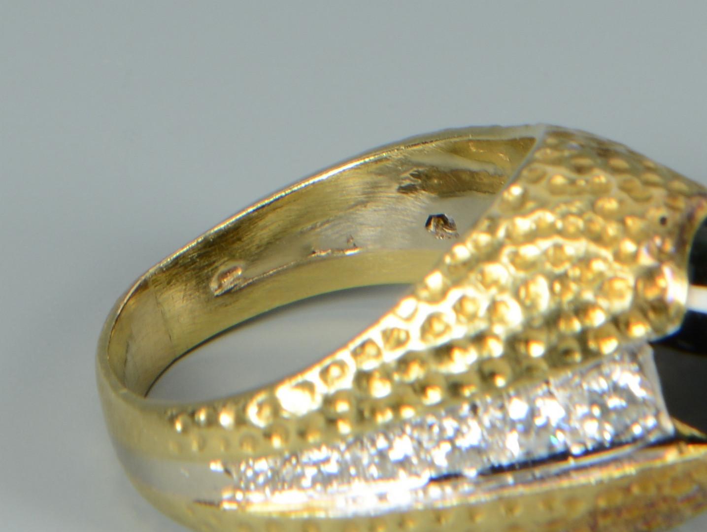 Lot 499: 18k Tourmaline and Diamond Ring