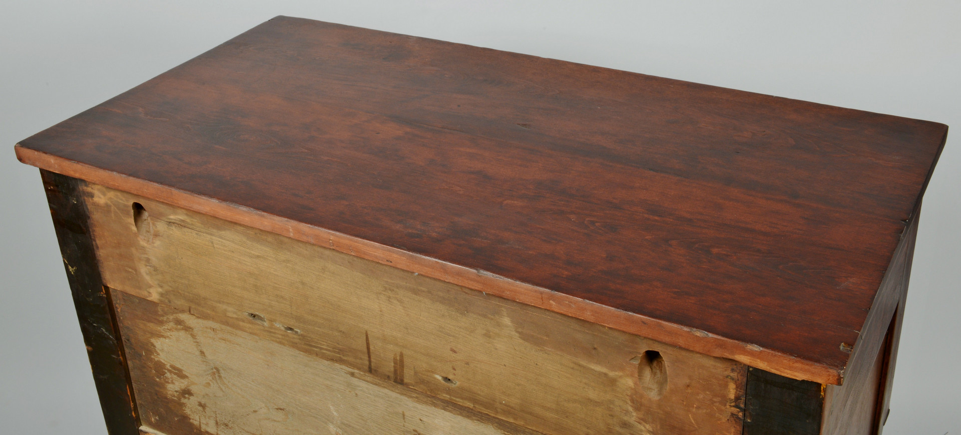 Lot 539: Sheraton Tiger Maple Chest of Drawers