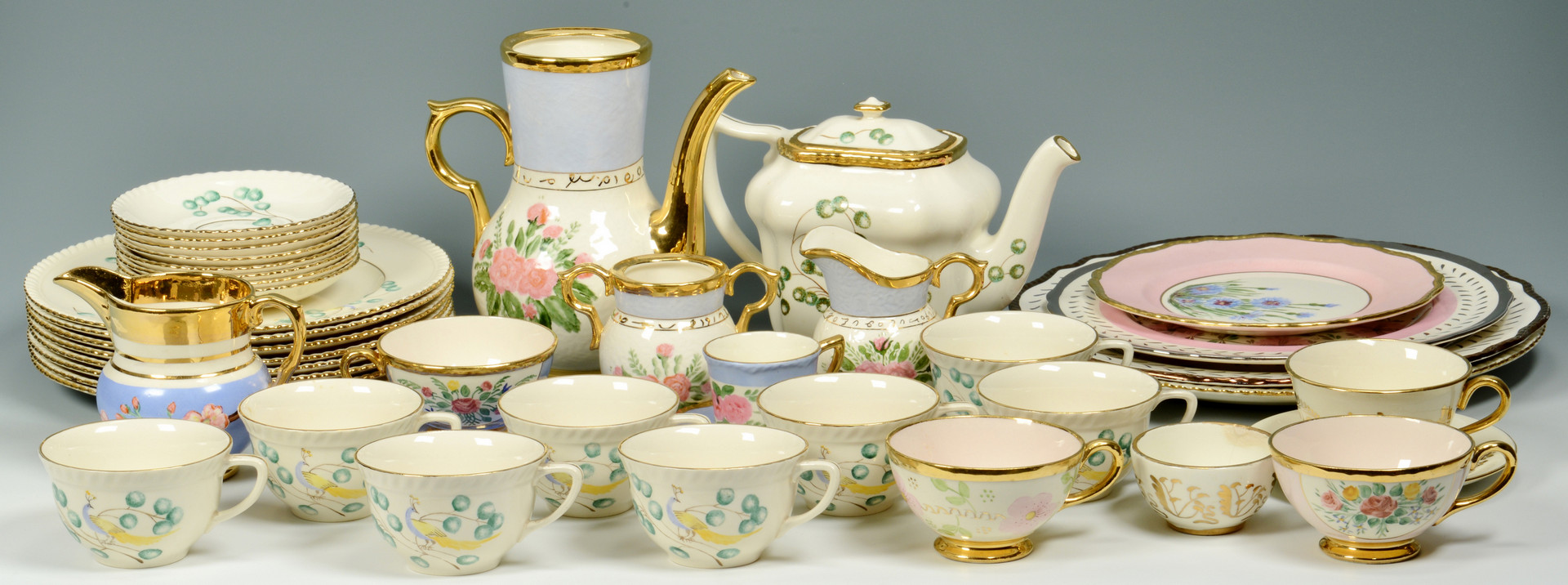 Lot 560: Large group Cumbow China, 42 items