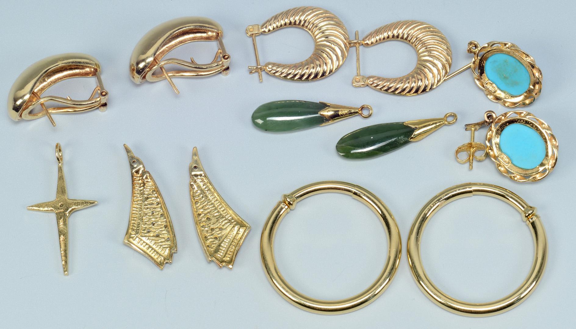 Lot 672: Group of gold earrings plus cross