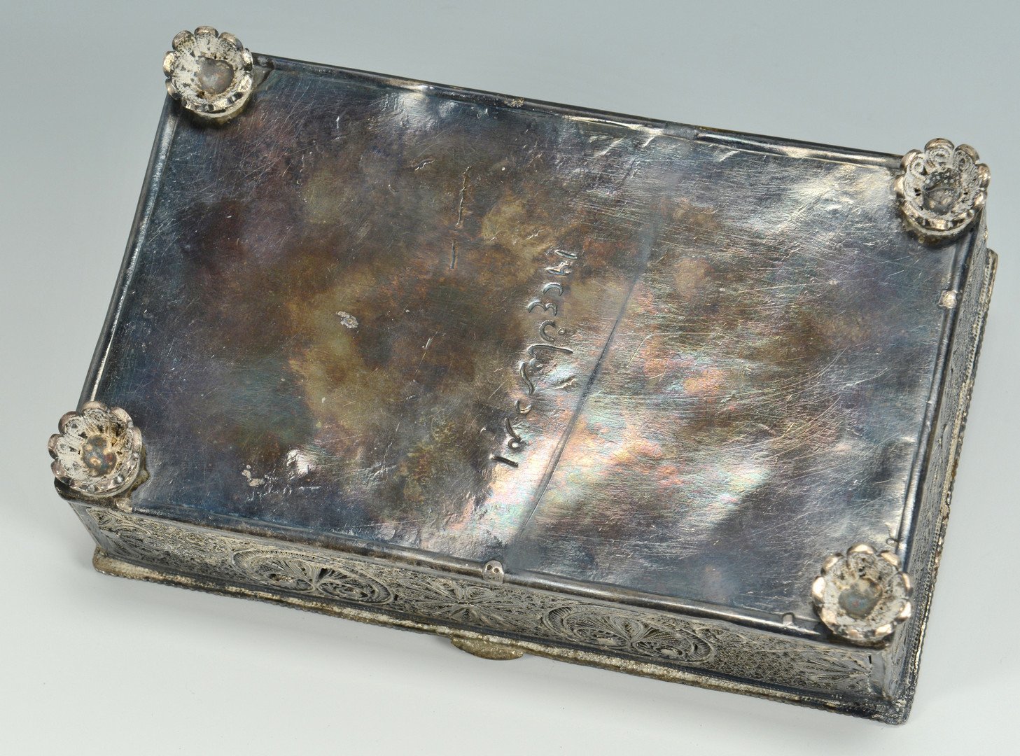 Lot 681: Silver filigree box with Jewelry