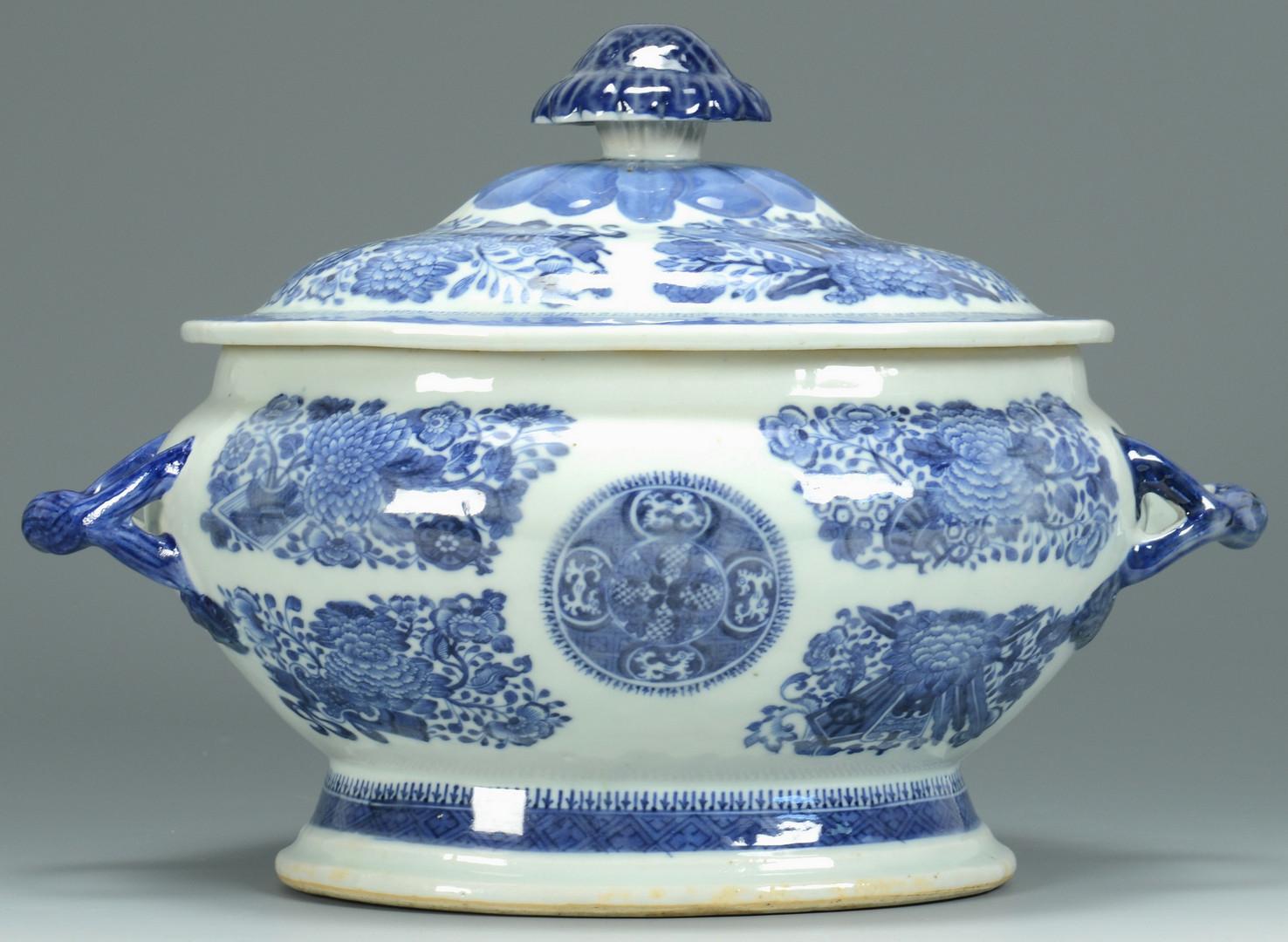 Lot 6: Blue Fitzhugh inc. Tureen, 8 items
