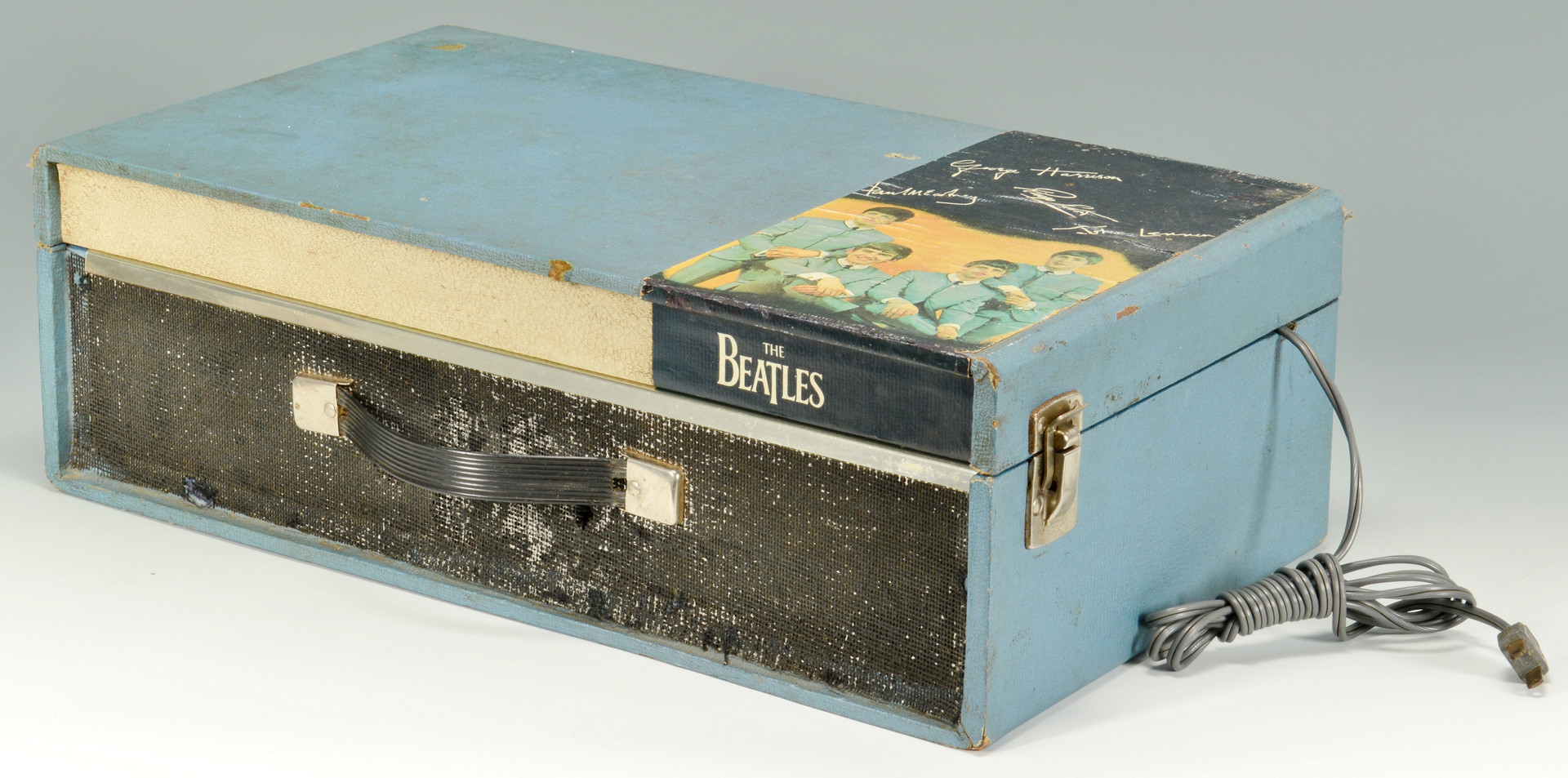 Lot 737: 1964 Beatles Record Player NEMS & one 45 record