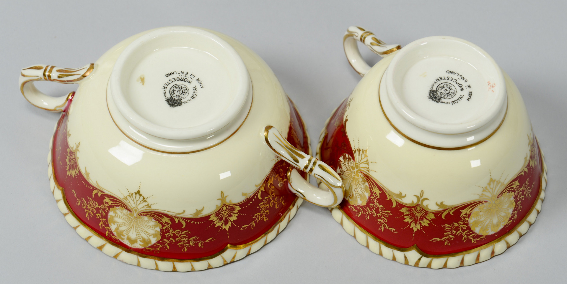 Lot 766: Royal Worcester Red Hatfield Porcelain, 77 pcs.