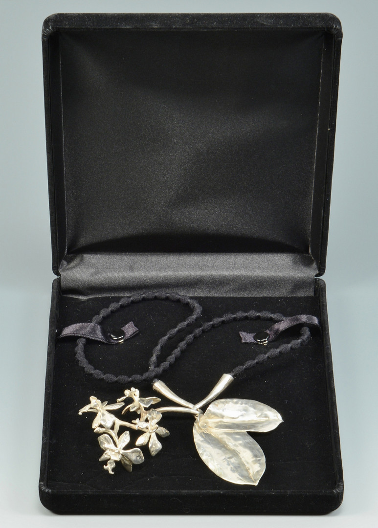 Lot 784: Hand wrought Silver Necklace, Modernist