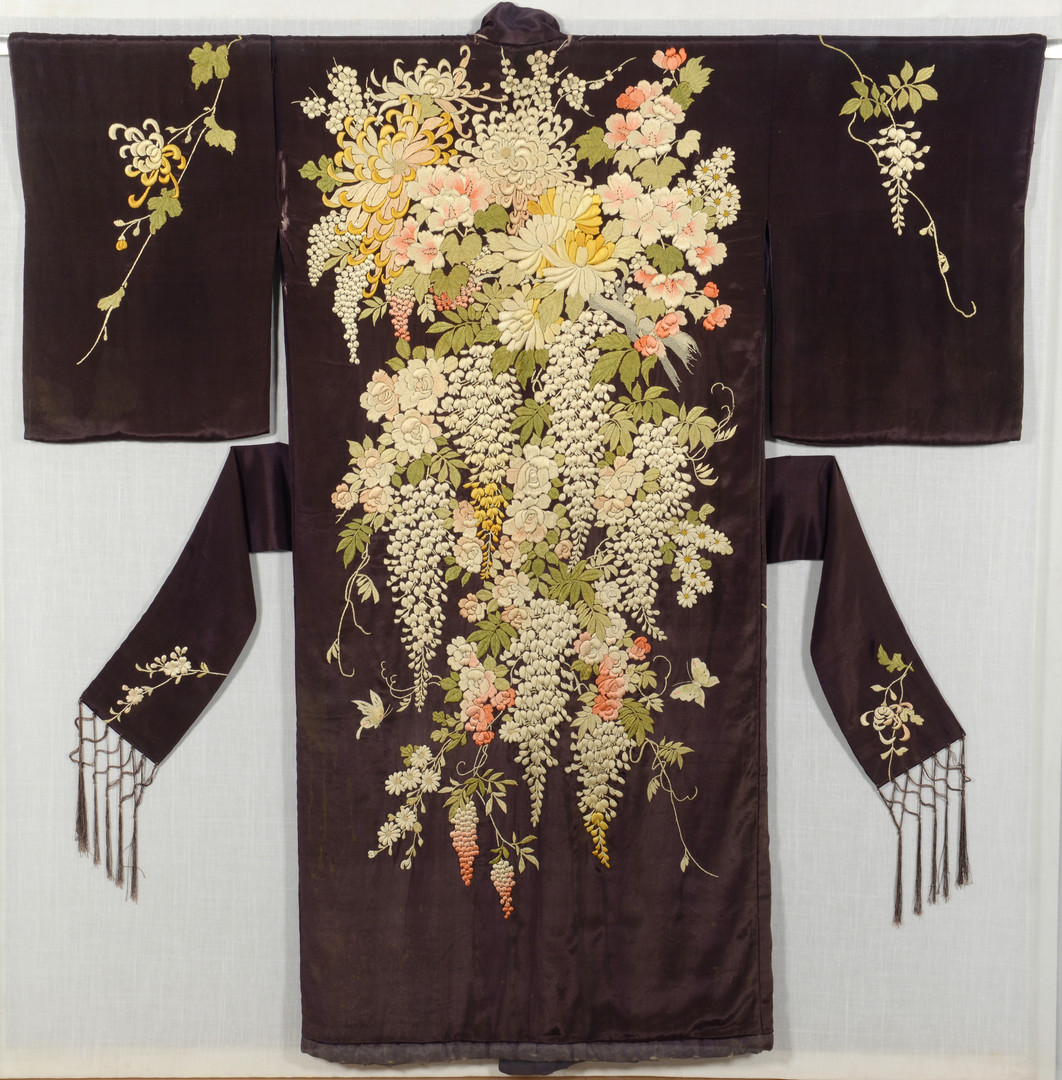 Lot 814: Framed Japanese silk embroidered Kimono