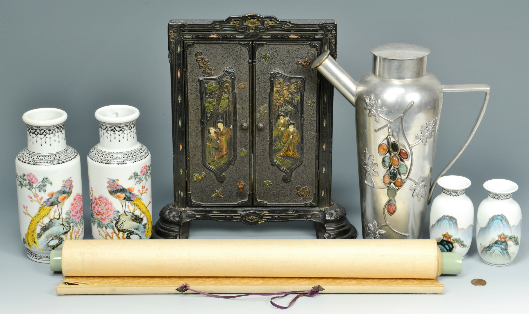 Lot 816: 5 Asian Porcelain and Decorative Items
