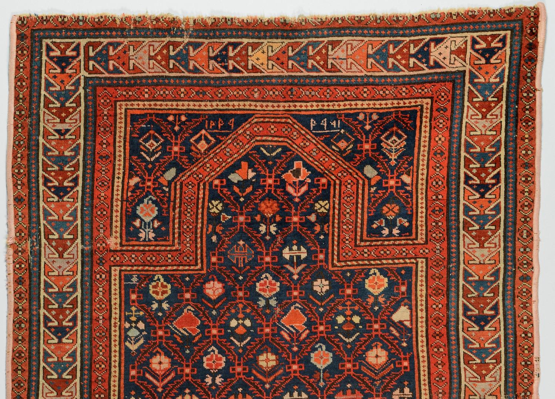 Lot 820: Small Oriental Prayer Rug