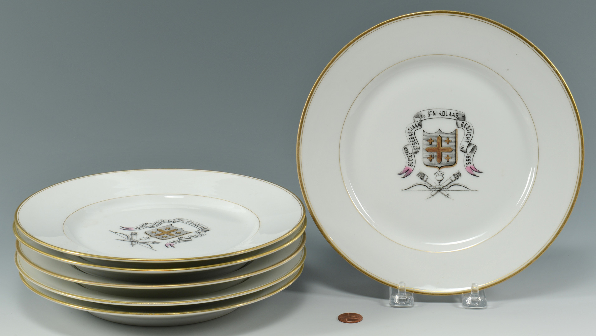 Lot 889: 6 Armorial Plates