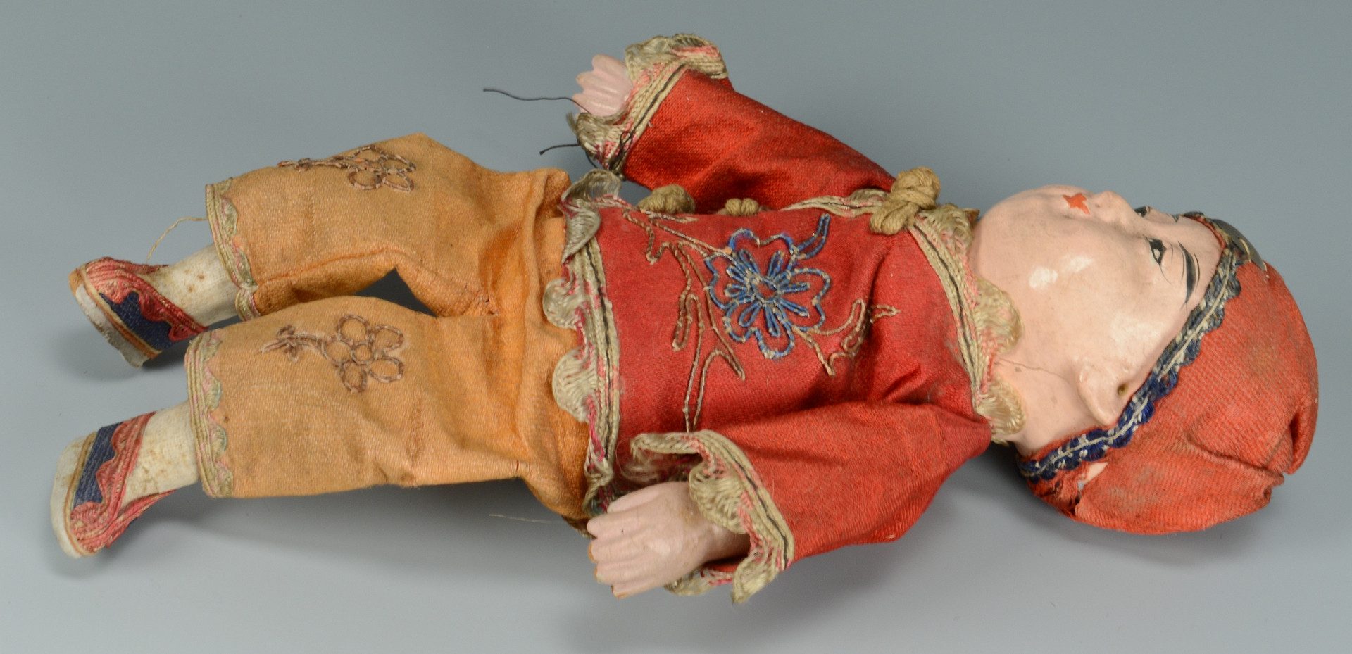 Lot 904: Grouping of 4 Chinese Dolls