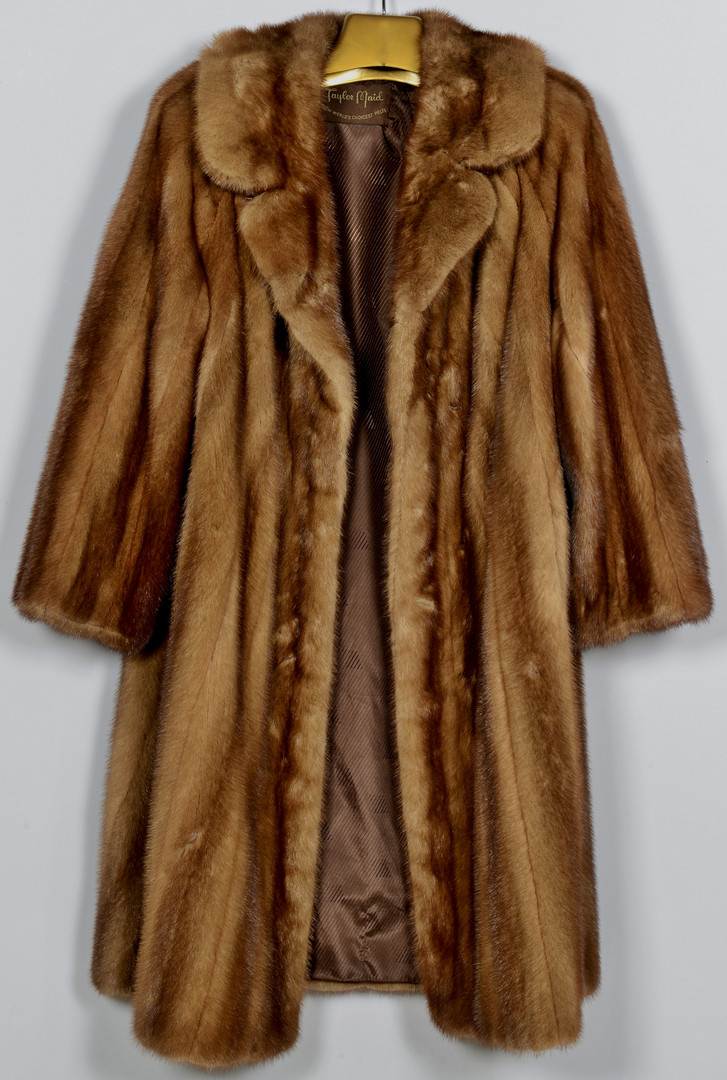 Lot 928: Ladies Brown Full-length Mink Coat