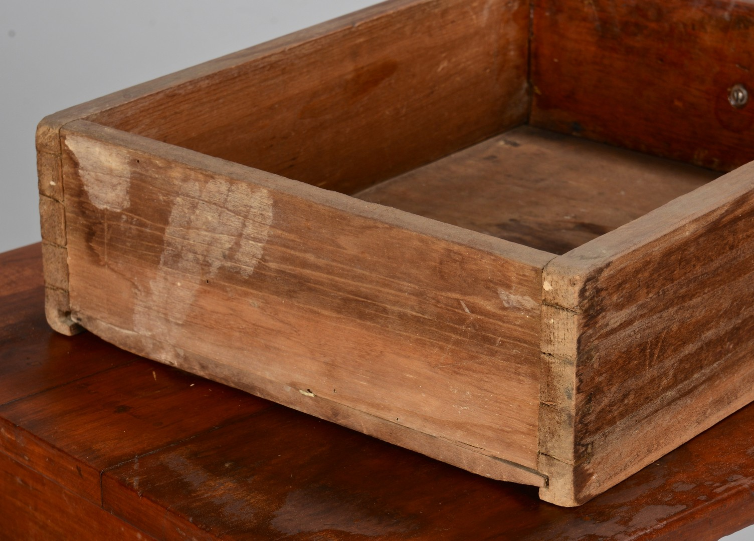 Lot 165: East TN Hepplewhite One-Drawer Table & Basket