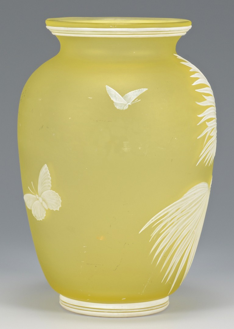 Lot 212: Thomas Webb Cameo Art Glass Vase