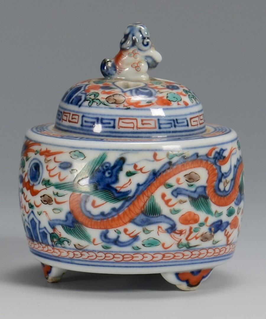 Lot 27: Chinese porcelain bowl and censer