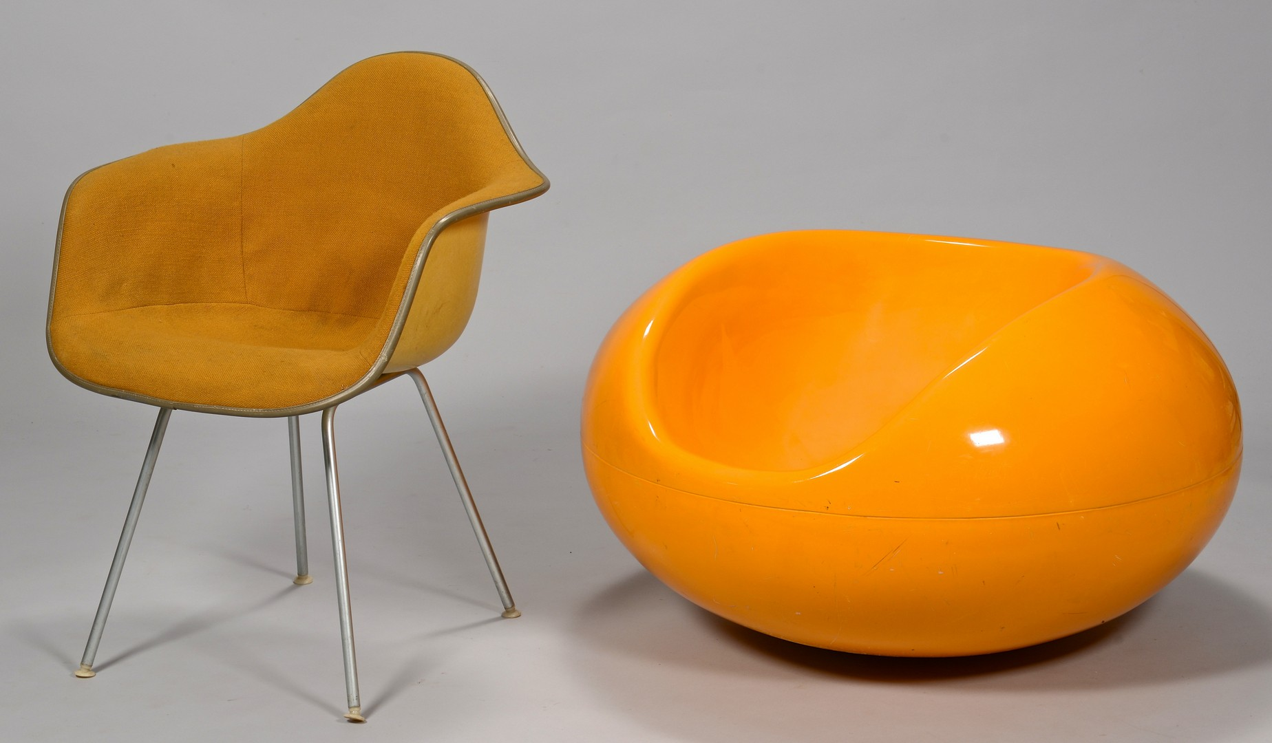 Lot 310: 2 Mid-Century Modern Chairs