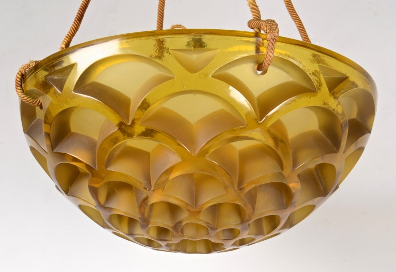 Lot 330: R. Lalique Rinceaux Chandelier, Honey Comb Pattern