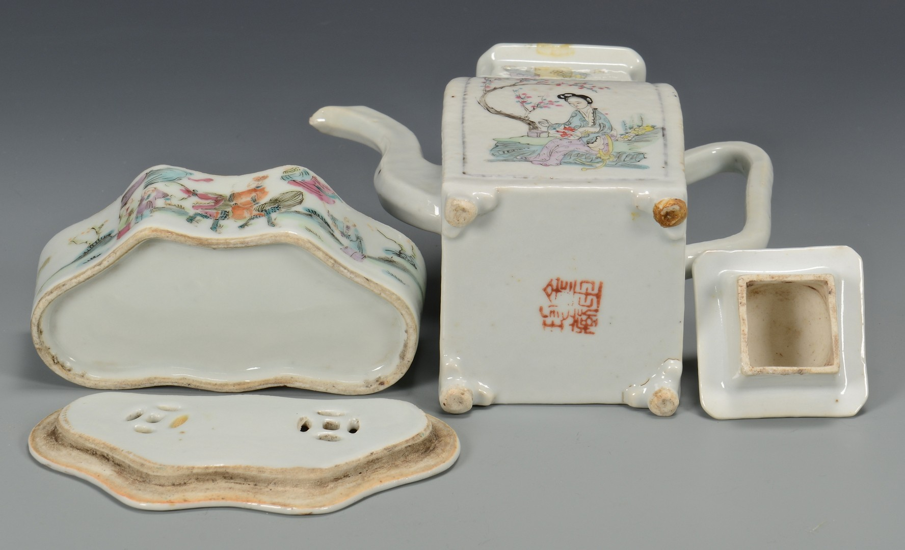 Lot 358: Grouping of early 20th c. Chinese Porcelain