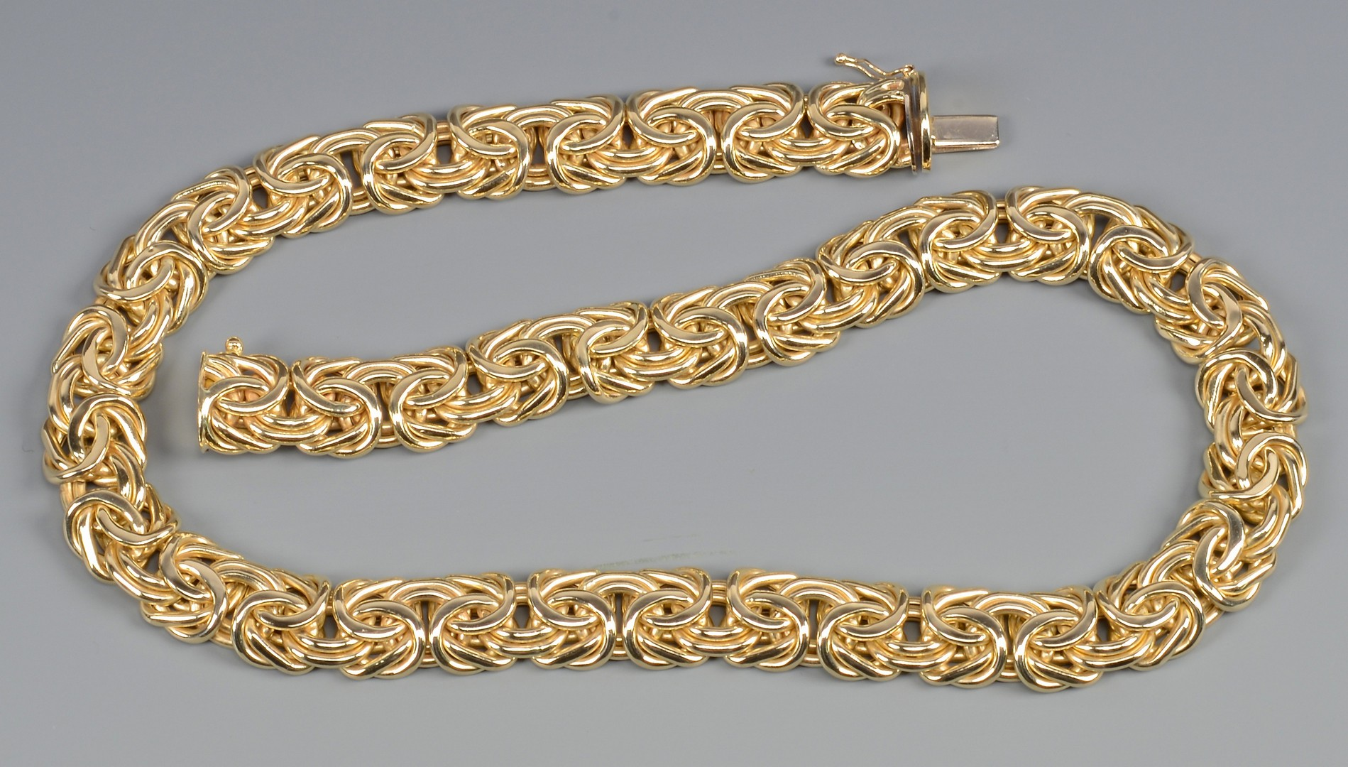 Lot 392: 14k Italian gold Etruscan link necklace