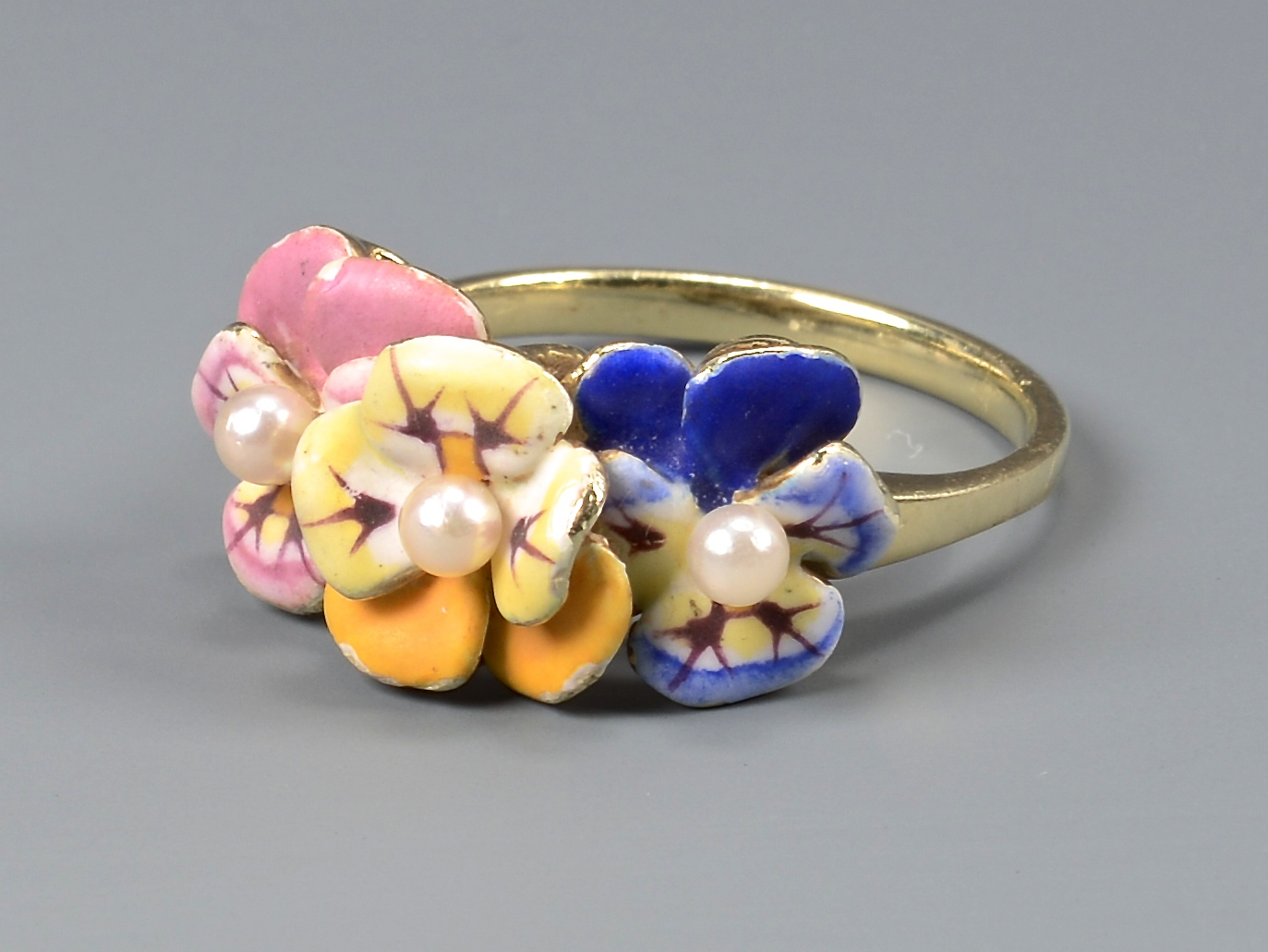 Lot 395: 14k Pansy Enameled Jewelry
