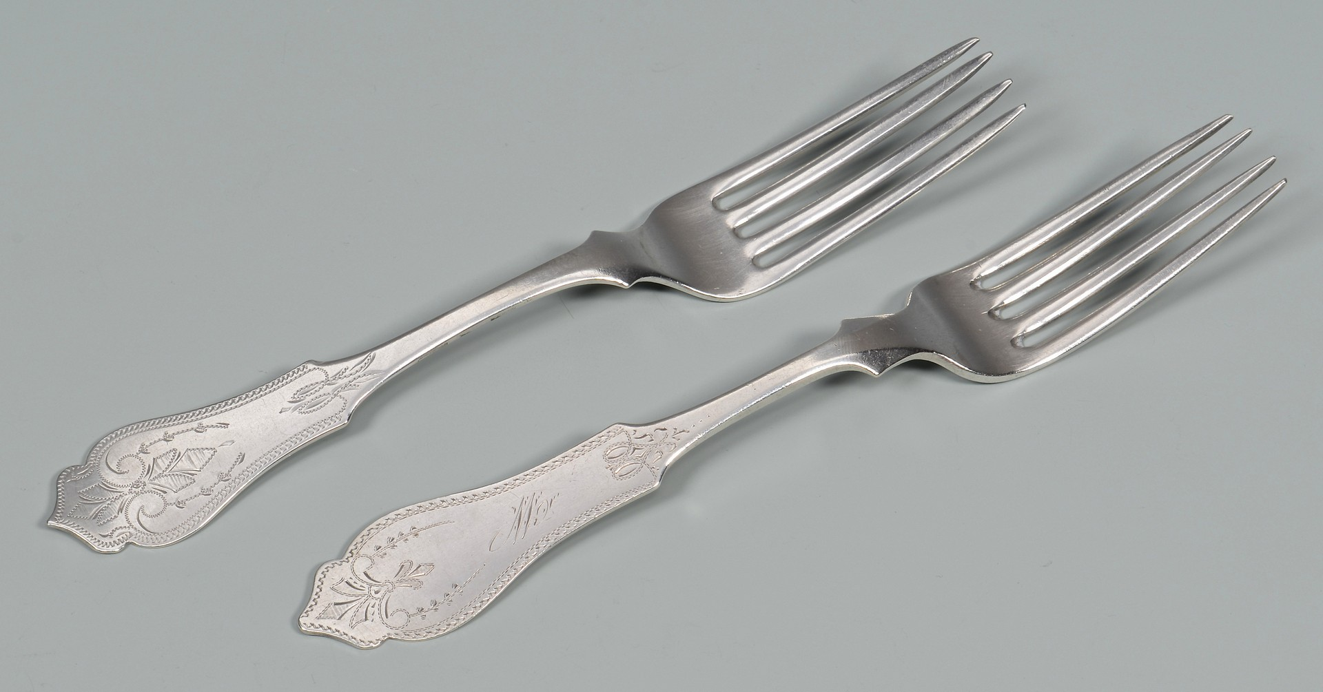 Lot 416: 18 pcs TN,OH Spiral Handle Flatware