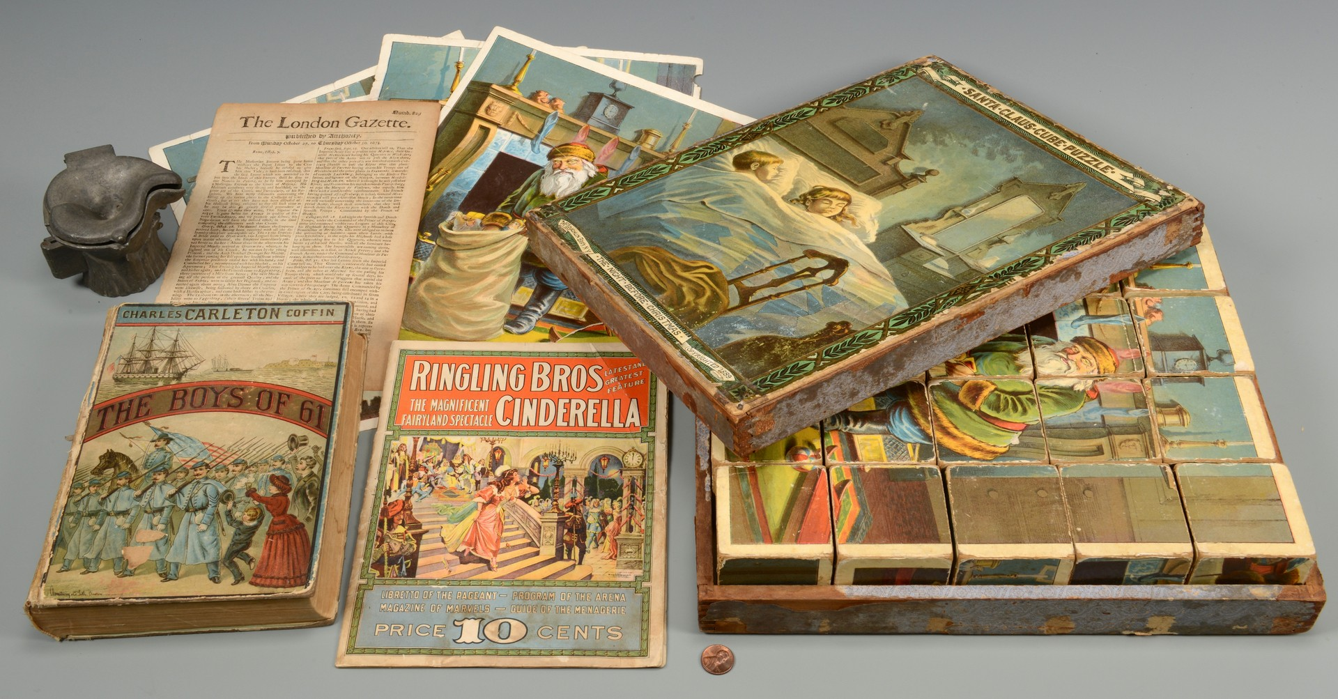 Lot 588: Vintage Novelties incl. Stereoview Slides and Books