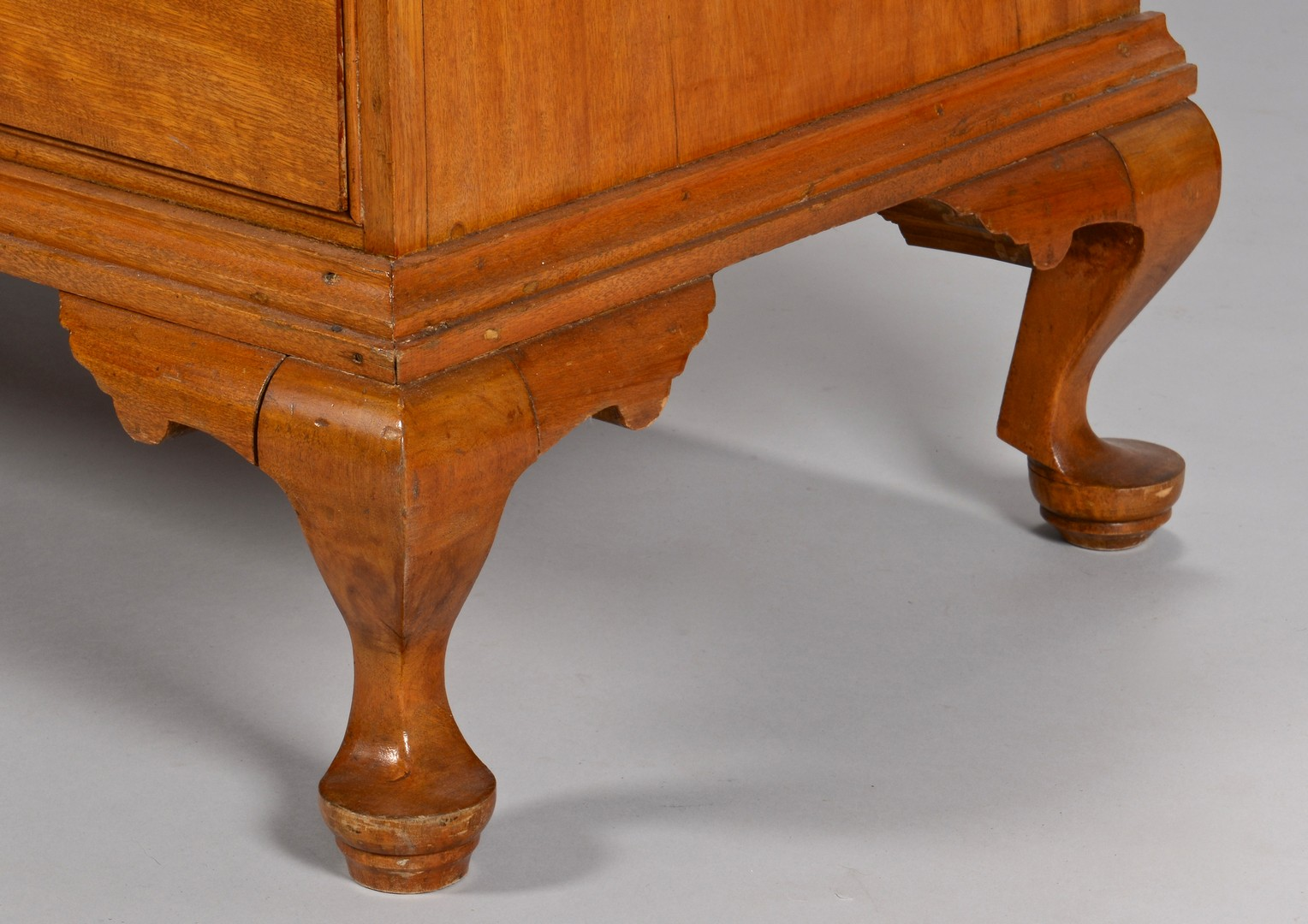 Lot 636: New England Queen Anne Chest of Drawers