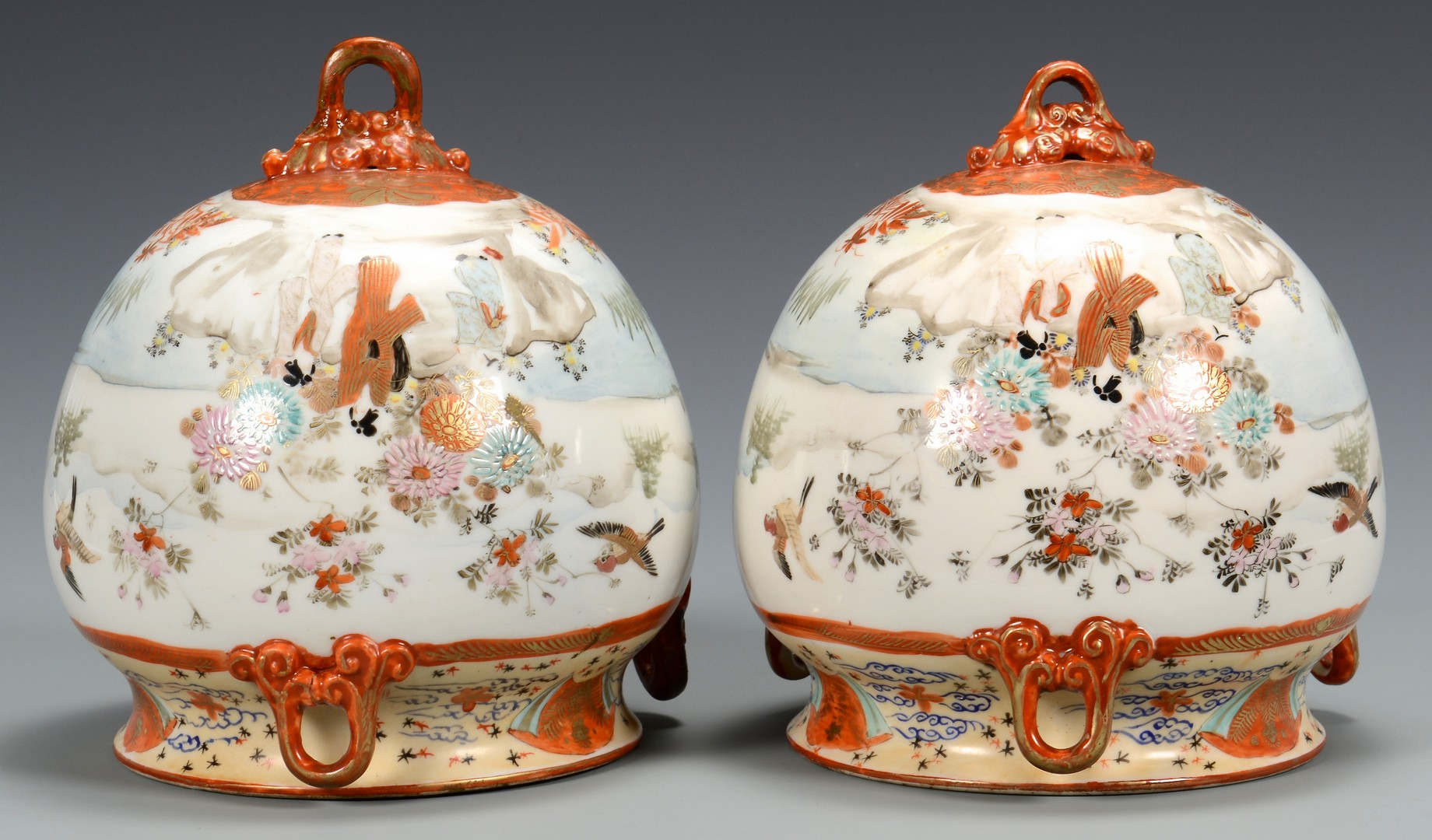 Lot 719: 4 Japanese items: 2 vases, 2 Femers