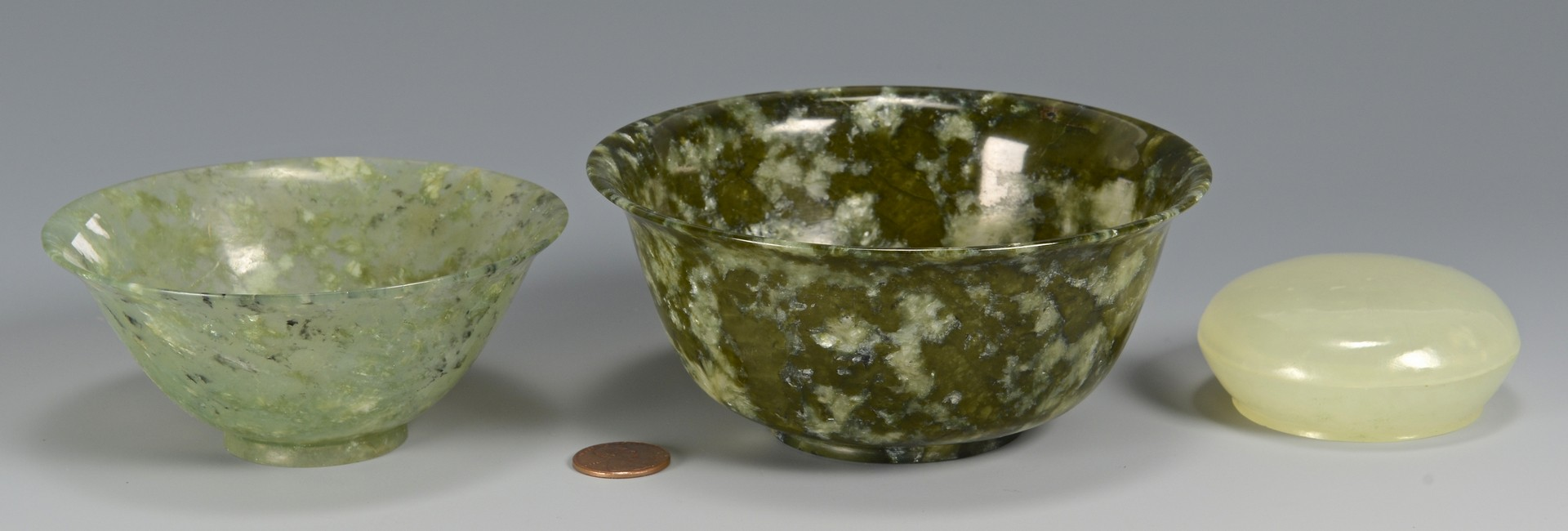 Lot 722: 2 carved jade bowls and covered box