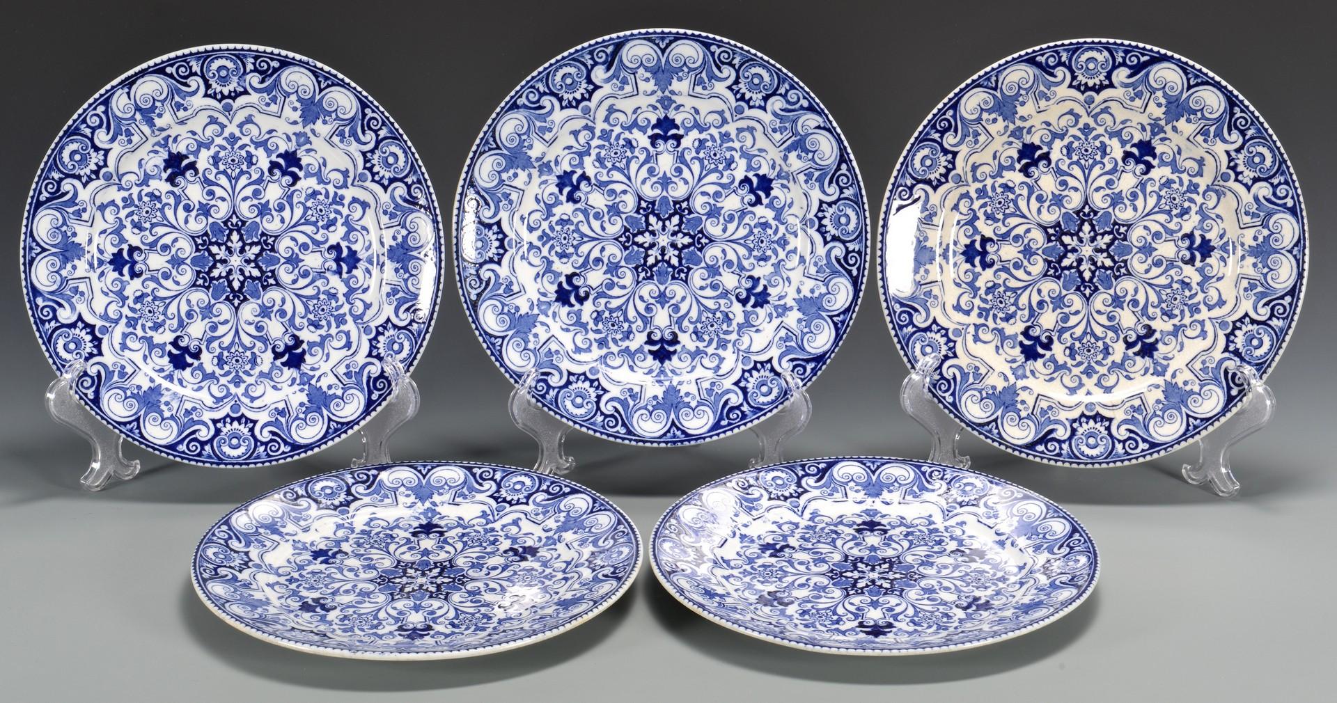 Lot 767: Wedgwood Rouen Porcelain Service